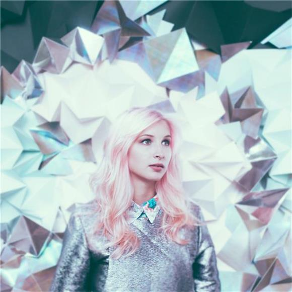 Baeble First Play: The Synthpop Atmosphere Of Alice On The Roof