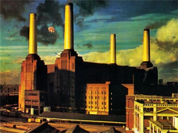REMINISCENT MONDAY: The High-Flying Adventures of Algie the Pink Floyd Pig