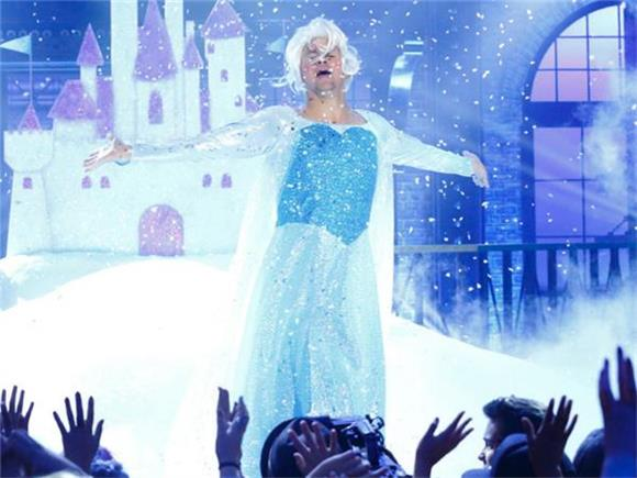 Channing Tatum 'Performs' A 'Frozen' Classic