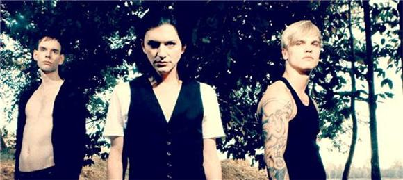 Watch: Placebo Remains Angsty