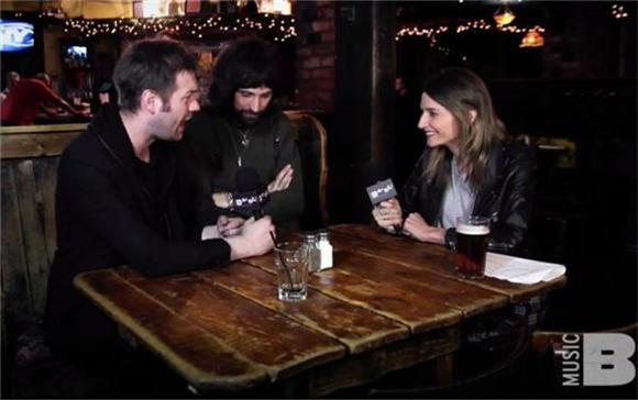 Watch: Baeble's Hang Sesh With Kasabian