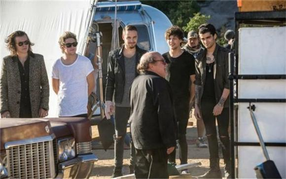 Danny Devito And Two Sumo Wrestlers Star In One Direction Video