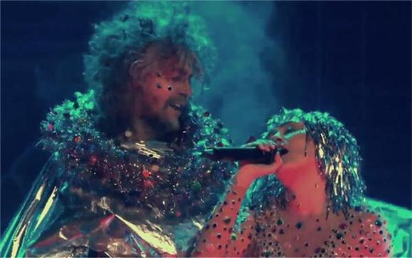 Miley Cyrus And The Flaming Lips Cover The Beatles on Conan