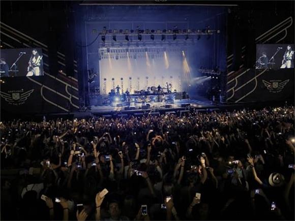 Mumford & Sons Turn Concert in South Africa to a Sing Along Revival Meeting