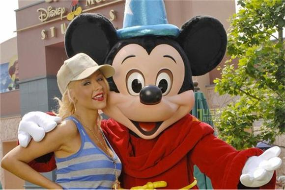 Christina Aguilera Throws A Tantrum At Disneyland, Calls Mickey Mouse An A-Hole