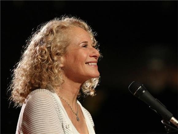 Watch Aretha Franklin and James Taylor Pay Tribute To Carole King