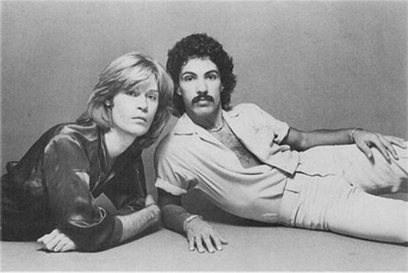 hall and oates 39 39 rich girl 39 was actually about a dude baeble music. Black Bedroom Furniture Sets. Home Design Ideas
