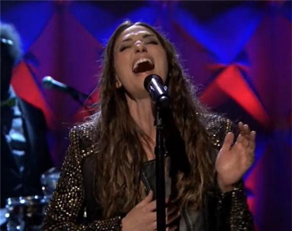 Sara Bareilles Performs with The Roots on The Tonight Show