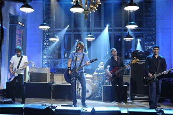 snl: helen mirren and foo fighters