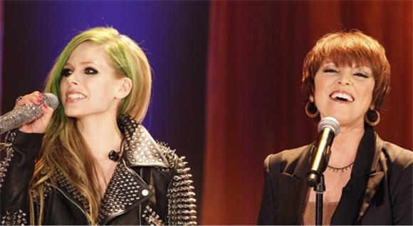 watch: pat benatar and avril lavigne