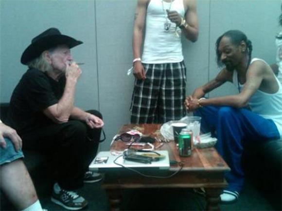 Stream: Willie Nelson And Snoop Dogg