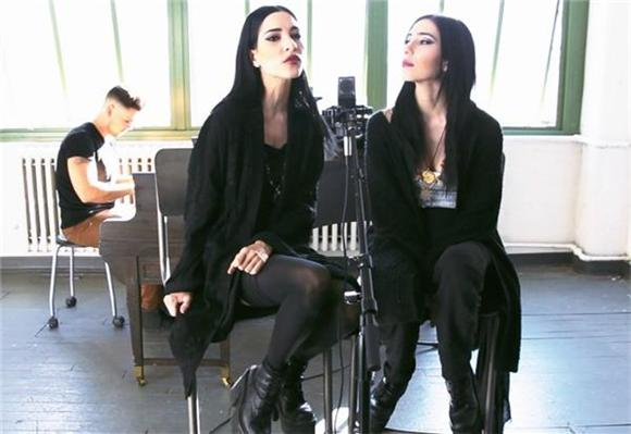 Now Playing: Fall In Love With The Veronicas In Session
