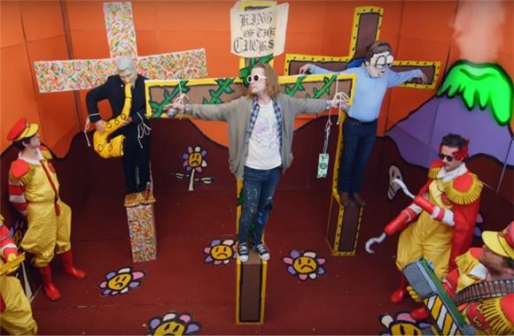 Macaulay Culkin Plays Kurt Cobain in Father John Misty's New Video 'Total Entertainment Forever'