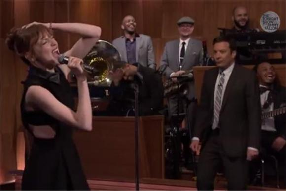 Emma Stone Schools Jimmy Fallon In Epic Lip Sync Battle