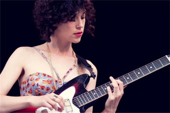 Watch: tUnE-yArDs and St. Vincent