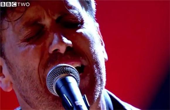 Damon Albarn, The Black Keys, and Coldplay Perform on Jools Holland