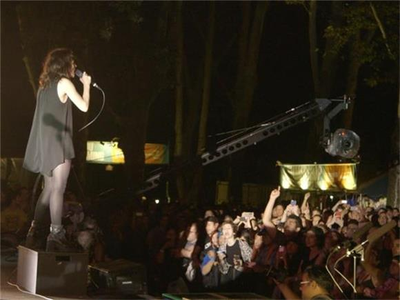 Now Playing: CHVRCHES Brave The Rain And Deliver An Electric Show in Central Park