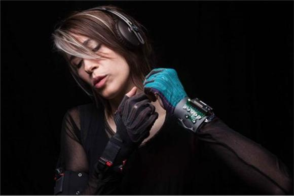 Imogen Heap Launches Kickstarter For Incredible Music-Making Gloves