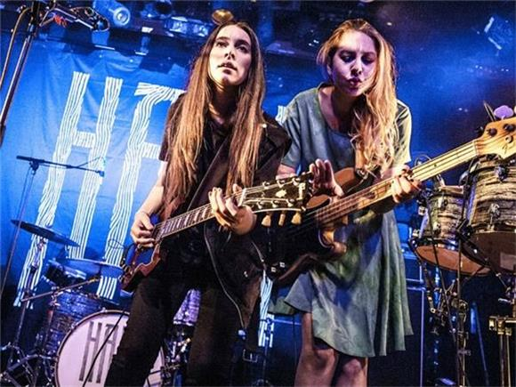 Haim Covers Prince and Performs Two Brand New Songs
