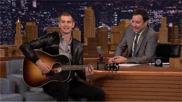 Andrew Garfield Sings Spiderman Theme on The Tonight Show