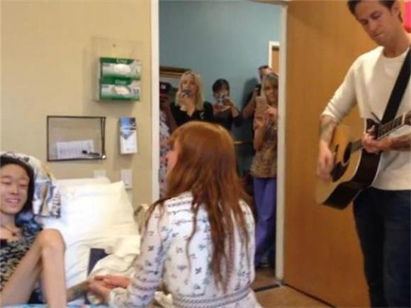 Florence and the Machine Perform an Intimate, One Woman Set for a Sick Fan