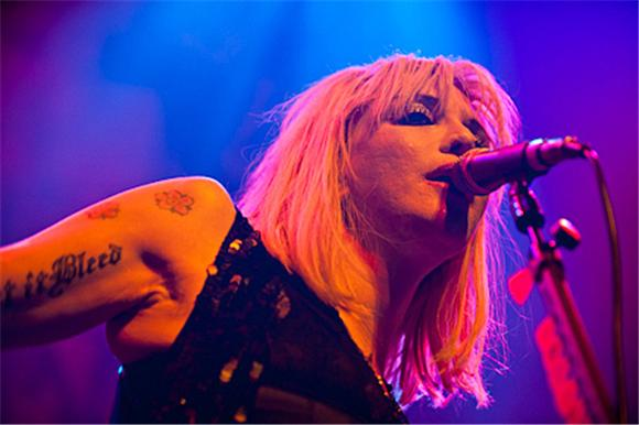 courtney love doesn't quite perform in dc