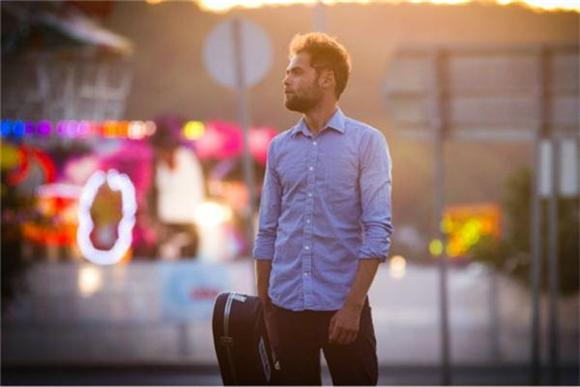 Passenger's Pure Nostalgia on 'When We Were Young'