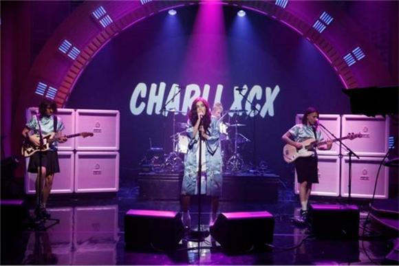 Charli XCX Brings the 'Boom Clap' to Seth Meyers
