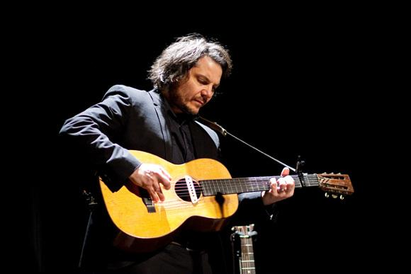 Watch: Jeff Tweedy Plays A New Wilco Song