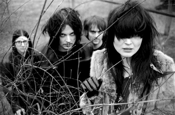 late night: the dead weather
