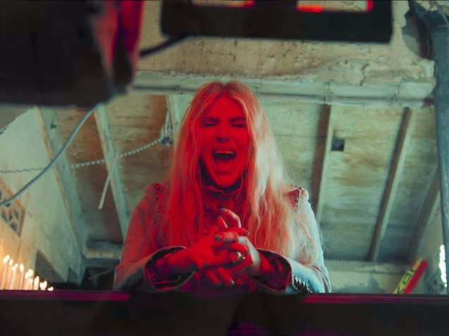 Kesha Heals Wounds In Her First Live Performance Of 'Praying'