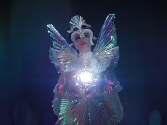 bjork shares her stunning iridescent utopia in 39 the gate 39 baeble music. Black Bedroom Furniture Sets. Home Design Ideas