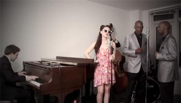 NYC Subway Doo-Wop Duo Covers Miley Cyrus' 'We Can't Stop'