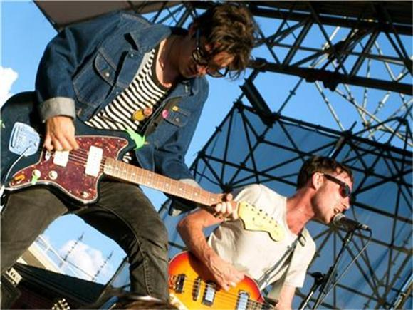now playing: black lips @ mccarren park pool - brooklyn, ny