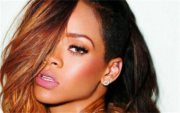 Rihanna For Bond Girl!