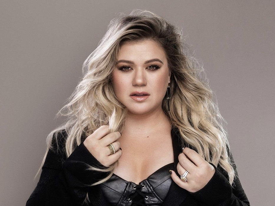 Adele Who? Kelly Clarkson is Back!