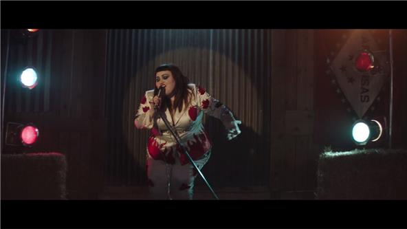 music video beth ditto fire. Black Bedroom Furniture Sets. Home Design Ideas