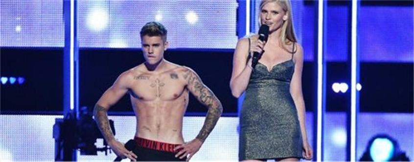 Justin Bieber's Half Naked Body Was Booed at Fashion Rocks