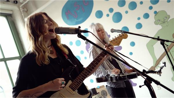 Larkin Poe at Baeble HQ