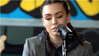 Sophie Simmons live at Baeble HQ