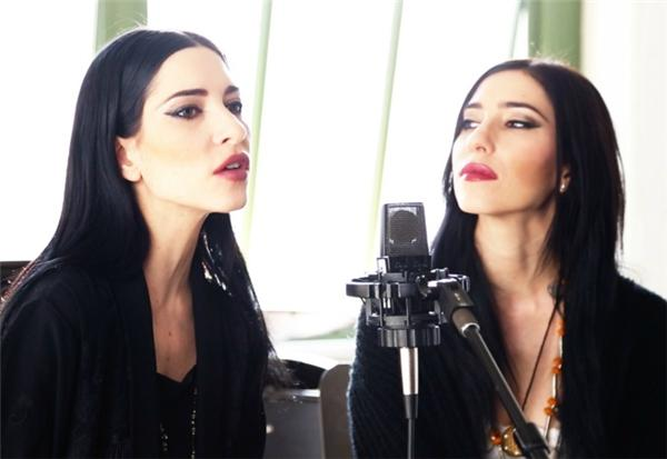 The Veronicas at Baeble HQ