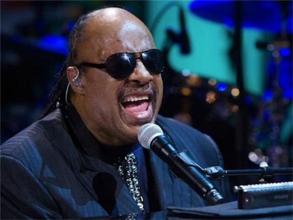 Watch Stevie Wonder Serenade Michelle Obama Last Night On The Tonight Show