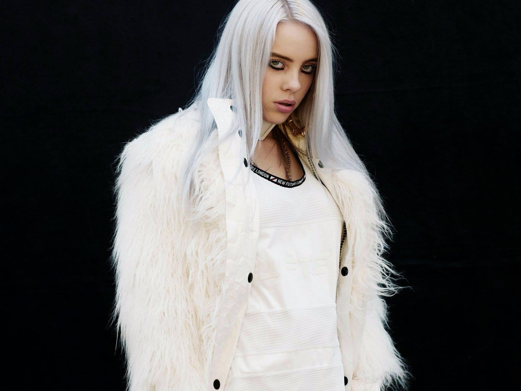 Billie Eilish Makes Being a 15 Year Old Pop Star Look Easy