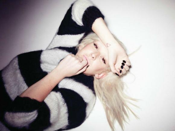 The Hookup: Win an Ellie Goulding Prize Pack