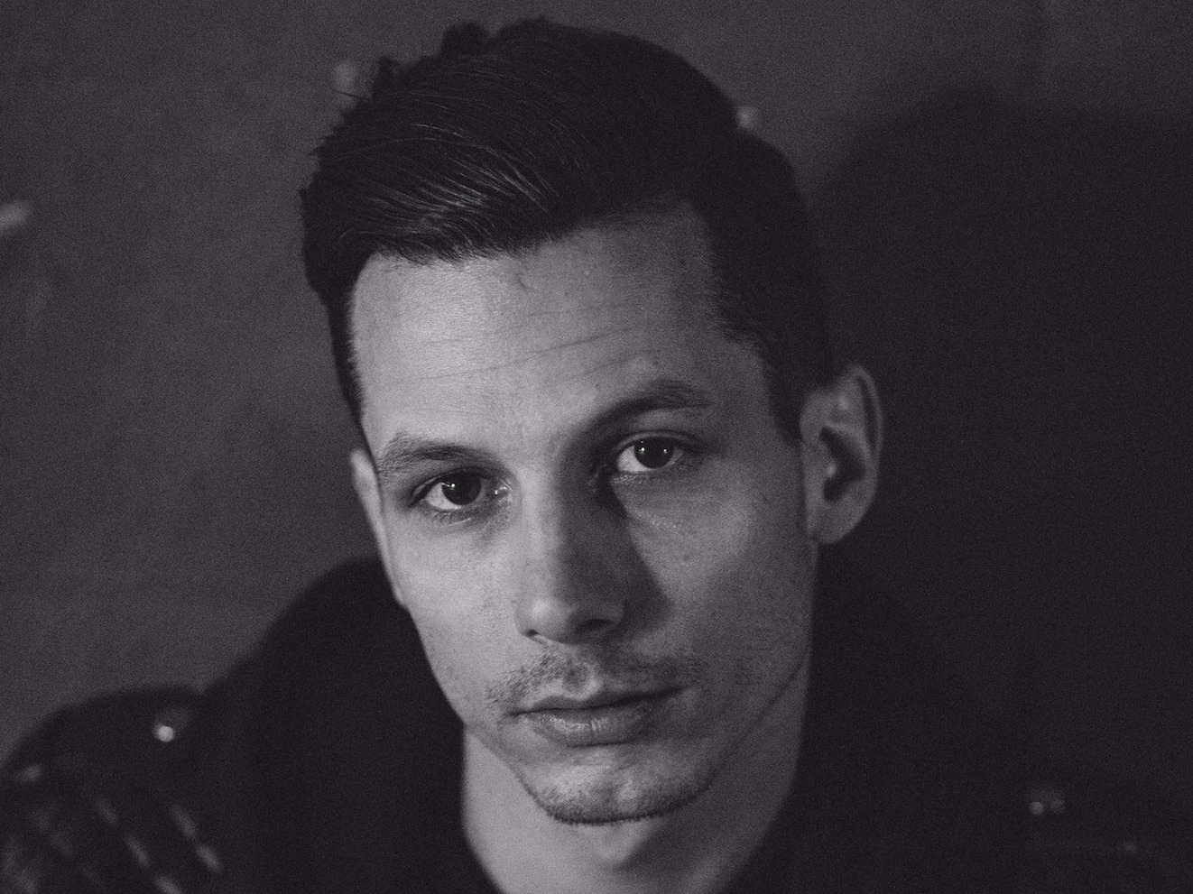 BAEBLE FIRST PLAY: 'Secondhand Hurt' by Devin Dawson (Acoustic Video)