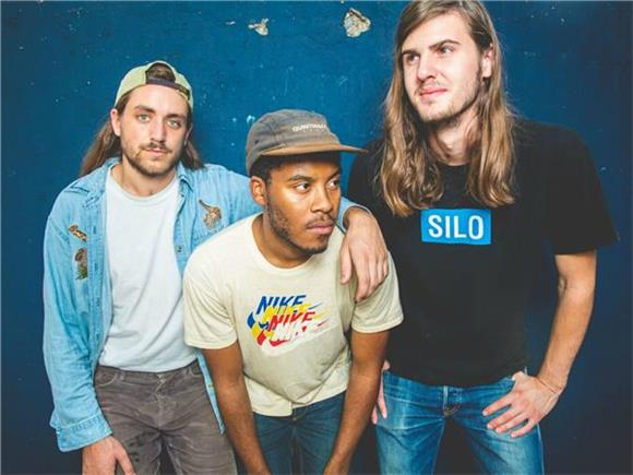 Baeble First Play: The Hazy Alt Rock Vibes of The Lonely Biscuits