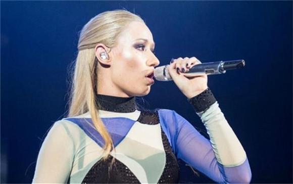 Iggy Azalea Drops 30 Seconds Of 'We In This Bitch'