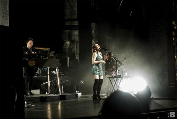 Ingrid Michaelson Charms The Crowd At Beacon Theater