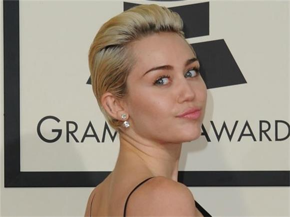 Miley Cyrus Gets Psychedelic In New Video