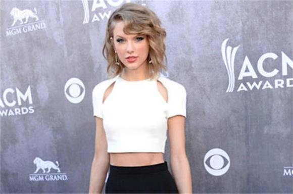 Taylor Swift's Belly Button Is A Precious Flower And You Can't Look At It